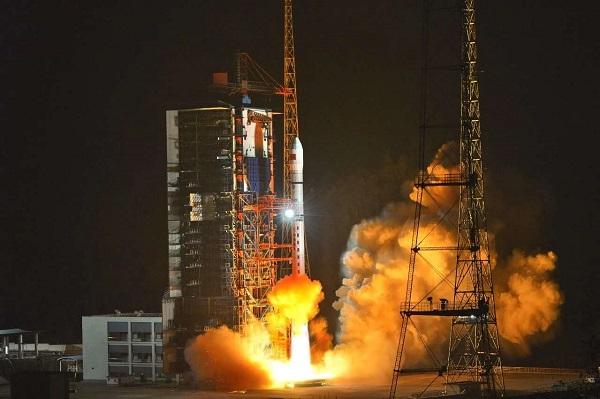 哈尔滨工业大学:小卫星团队十年磨一剑 新技术试验卫星发射成功